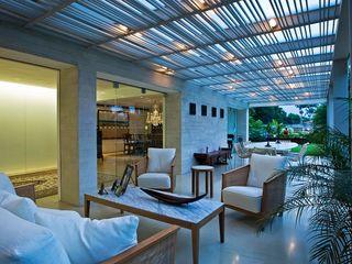 Casa MR oda - oficina de arquitectura Balcones y terrazas modernos