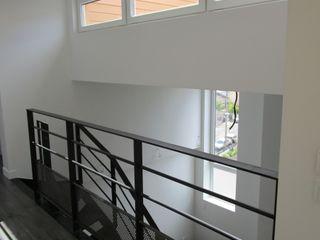 Paula Bianco Minimalistyczny korytarz, przedpokój i schody