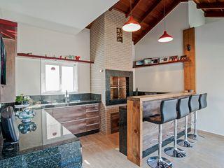 Churrasqueira Rústica Patrícia Azoni Arquitetura + Arte & Design Cozinhas rústicas Madeira maciça Efeito de madeira