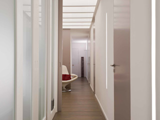 architetto Lorella Casola Minimalist corridor, hallway & stairs
