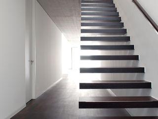 Corneille Uedingslohmann Architekten Koridor & Tangga Modern
