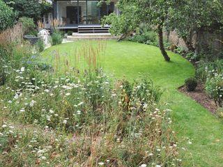 Country garden in London Arthur Road Landscapes Modern Garden