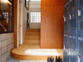 TOKYO STANDARD HOUSE HOUSETRAD CO.,LTD モダンスタイルの 玄関&廊下&階段