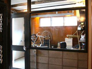 TOKYO STANDARD HOUSE HOUSETRAD CO.,LTD モダンデザインの ガレージ・物置