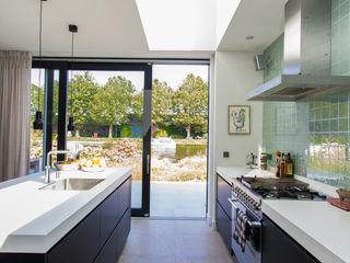 ScanaBouw BV Modern kitchen
