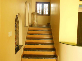 Rita Mody Joshi & Associates 現代風玄關、走廊與階梯