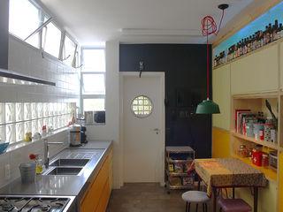 omnibus arquitetura Modern Kitchen Wood Yellow