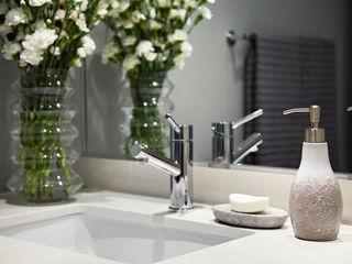 ANNA DUVAL Ванная комната в стиле модерн Серый