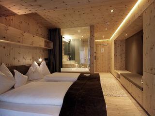 BESTO ZT GMBH_ Architekt DI Bernhard Stoehr Hotéis modernos