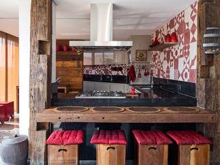 Carpaneda & Nasr CuisineTables, chaises & bancs Rouge