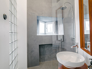Skandinavisch Einrichten in einem alten Holzhaus in Tallinn Baltic Design Shop Phòng tắm phong cách Bắc Âu Bê tông Grey