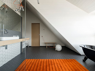 Hafengebäude an der Ostsee Baltic Design Shop Baños minimalistas Gris
