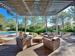 MAISON DEDANS-DEHORS JOSE MARCOS ARCHITECTEUR Balcon, Veranda & Terrasse modernes Bois Marron