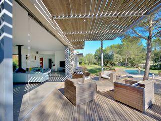 MAISON DEDANS-DEHORS JOSE MARCOS ARCHITECTEUR Balcon, Veranda & Terrasse modernes Bois