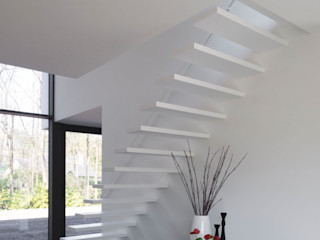 De Plankerij BVBA Modern Corridor, Hallway and Staircase White