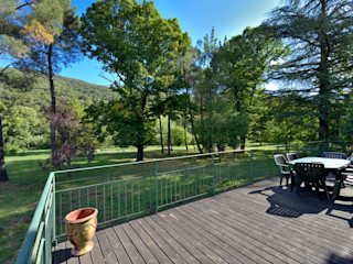 RÉNOVATION D'UNE MAISON CÉVENOLE JOSE MARCOS ARCHITECTEUR Balcon, Veranda & Terrasse ruraux Bois Effet bois