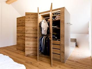 Held Schreinerei BedroomWardrobes & closets Wood Wood effect