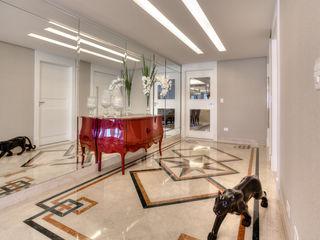 Residência Juvevê VL Arquitetura e Interiores Corredores, halls e escadas clássicos
