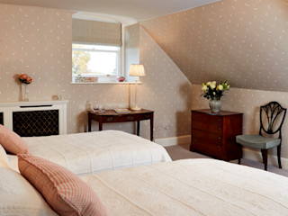 Georgian Attic Guest Suite Etons of Bath 臥室 Grey