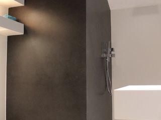 Ernesto Fusco ミニマルスタイルの お風呂・バスルーム タイル 灰色
