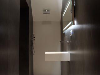 Ernesto Fusco ミニマルスタイルの お風呂・バスルーム 白色