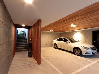 THE JK Modern Garaj / Hangar