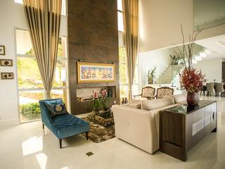 Roma Arquitetura Classic style living room Ceramic