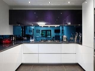 Luxury Modern Cottage Buckinghamshire Quirke McNamara 廚房 White