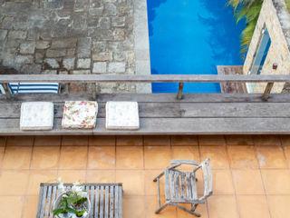 Maria Claudia Faro トロピカルスタイルの プール