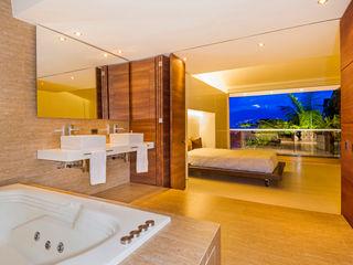 FR ARQUITECTURA S.A.S. モダンスタイルの お風呂