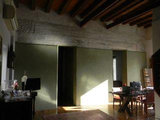 Giovanni Lucentini piccolo studio di architettura di 7 mq. Salas de estilo moderno