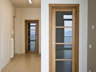 Casa R formatoa3 Studio Ingresso, Corridoio & Scale in stile moderno