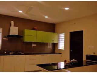 Livin interiors Cocinas de estilo moderno