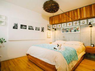 CASA CALDA Industrial style bedroom