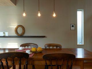 Mimasis Design/ミメイシス デザイン Modern dining room Brown