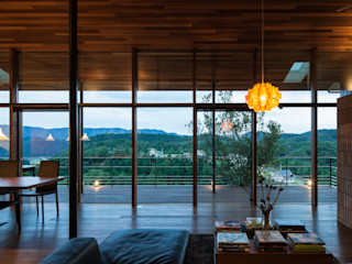 Mimasis Design/ミメイシス デザイン Ruang Keluarga Modern Brown