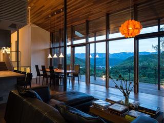 Mimasis Design/ミメイシス デザイン Modern living room Brown