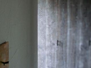 Mimasis Design/ミメイシス デザイン Dinding & Lantai Modern Grey
