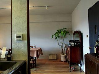 Mimasis Design/ミメイシス デザイン Ruang Keluarga Klasik Brown
