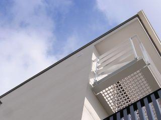 Mimasis Design/ミメイシス デザイン Rumah Modern Kayu White