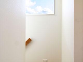 Mimasis Design/ミメイシス デザイン Koridor & Tangga Modern White