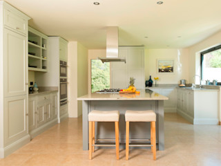 two shades of grey Chalkhouse Interiors Klasyczna kuchnia