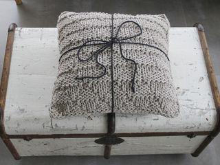 Poduszka dekoracyjna z lawendą. trzy manufaktury Rustykalny salon Beżowy