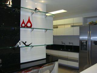 Catharina Quadros Arquitetura e Interiores Nowoczesna kuchnia Czarny