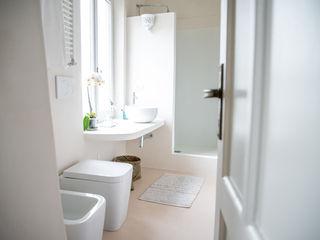 con3studio Casas de banho mediterrânicas Betão Branco
