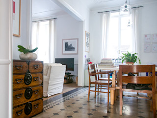 Santa Giulia_ Ristrutturazione appartamento Torino con3studio Sala da pranzo eclettica