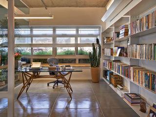 Apartamento Rua Pirapetinga - Piratininga Arquitetos + JPG.ARQ Piratininga Arquitetos Associados Escritórios minimalistas