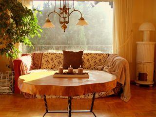Home Staging Fotografie / Immobilienfotografie wohnausstatter WohnzimmerSofas und Sessel Holz Braun