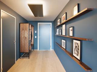 Penthouse, Zurich Studio Frey Hành lang, sảnh & cầu thang phong cách hiện đại