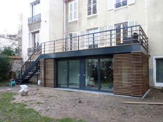 Olivier Stadler Architecte Modern balcony, veranda & terrace Aluminium/Zinc Wood effect